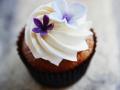 Cupcake mit Zuckerblumen